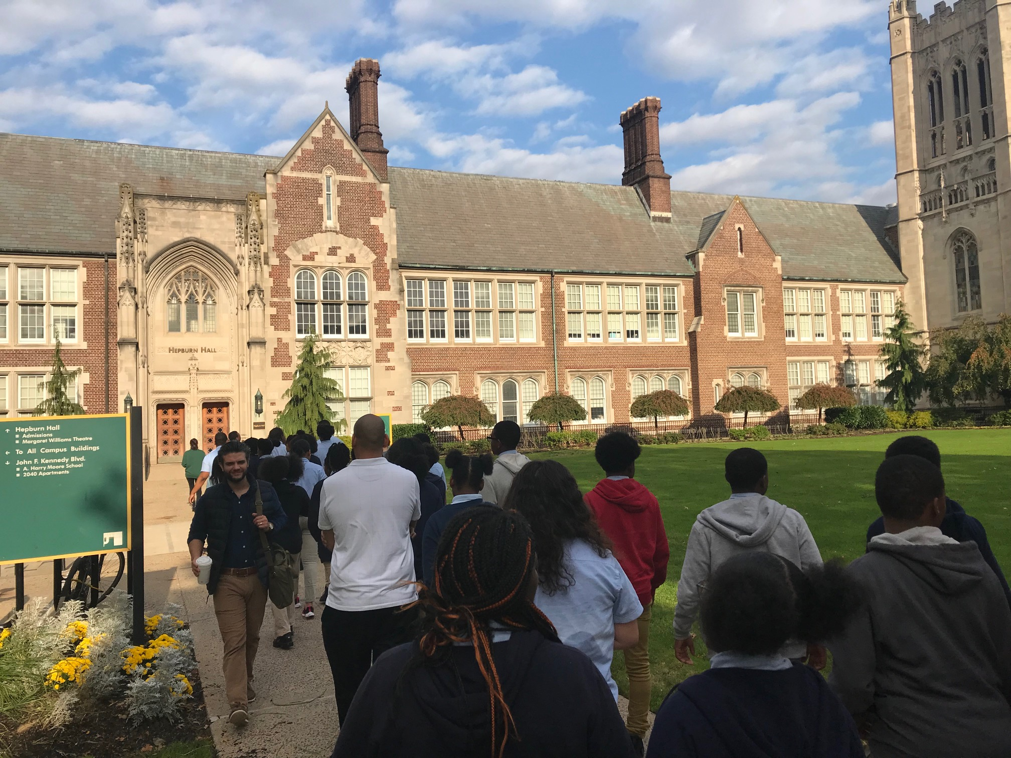 Eighth grade students arrive on campus at NJCU